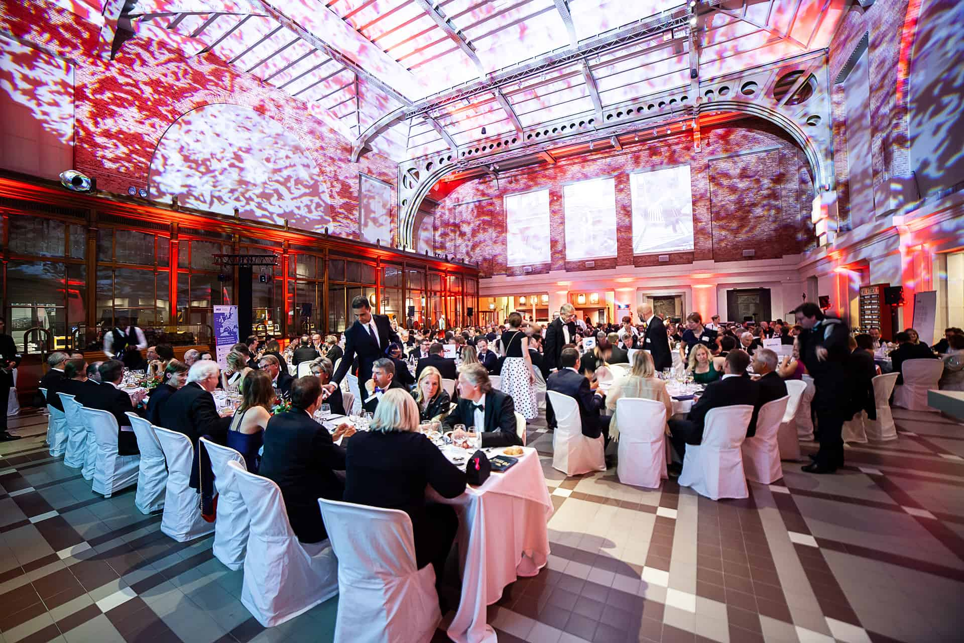 amcham-train-world-dinner