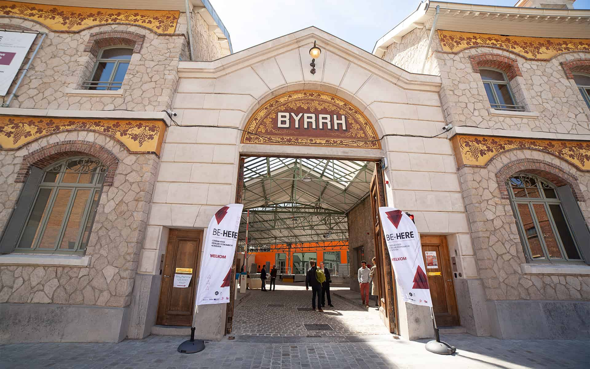 be-here-byrrh-entrance
