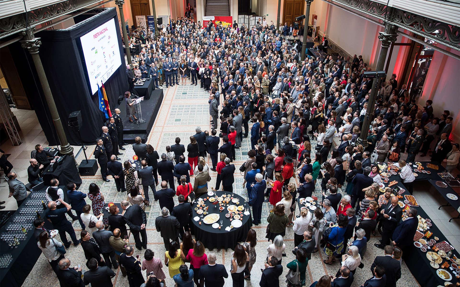 spain-embassy-crowd